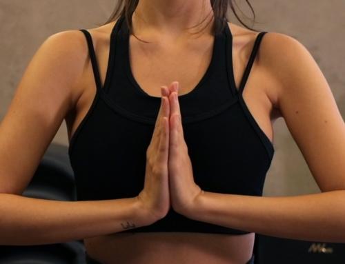 Aprenda uma série de yoga para aliviar a ansiedade