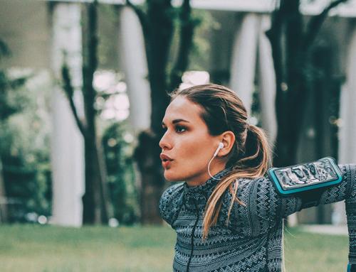 Por que mulheres devem treinar braços e ombros