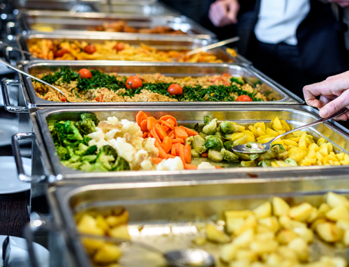 4 deslizes comuns na hora de fazer o prato no self-service