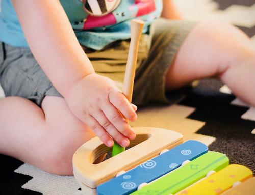 8 brincadeiras para fazer com crianças e bebês em casa